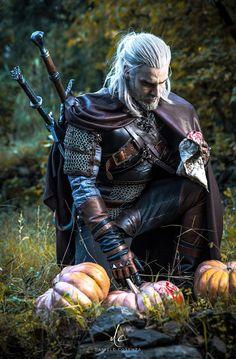 Something strange in this pumpkin patch. [Geralt cosplay by me] Something strange in this pumpkin patch. [Geralt cosplay by me] The Witcher 3, The Witcher Wild Hunt, Witcher 3 Geralt, The Witcher Books, Witcher Art, Medieval Fantasy, Dark Fantasy, Fullhd Wallpapers, Character Inspiration