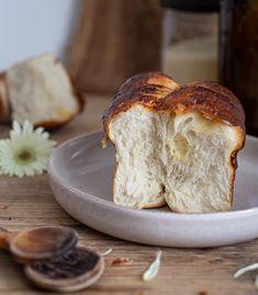 Podelím sa s vami o recept na univerzálne cesto, ktoré sa dá pripraviť, či už na sladko alebo slano. Záleží len na vašej chuti... Food And Drink, Bread, Recipes, Hampers, Brot, Recipies, Baking, Breads, Ripped Recipes