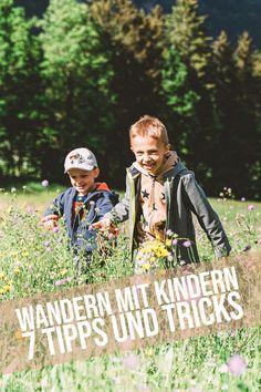 Wandern mit Kindern | 7 Tipps und Tricks – Es ist Sommer und Corona scheint schön langsam zu verblassen. Alles Familie hat heute 7 Tipps für Euch, wie ihr Eure Kinder zum Wandern motivieren könnt. Wie kommt keine Langeweile auf, wie bringt man Kinder dazu, ohne Murren und mit viel Eifer und Freude zu wandern. Alle Tipps und Tricks in diesem Blogbeitrag! Viel Spaß damit! Couple Photos, Couples, Corona, Hiking With Kids, Good Mood, Glee, Tips And Tricks, Summer, Couple Shots