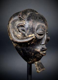 Nu in de #Catawiki veilingen: Old and used African Tribal Kuba / Ngeende Pwoom Itok PASSPORT Masquette. Democratic...