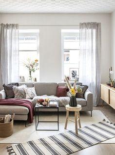 Wir lieben Interior! Darum haben wir unsere eigenen Möbel und Wohnaccessoires designt – die Westwing Collection. Unser Anspruch daran? Mit unseren ausgewählten, hochwertigen Produkten Ihr Zuhause noch schöner zu machen. Unser Favorit: Das Ecksofa Cucita - super stylisch & super bequem! // Wohnzimmer Sofa Kissen Fell Plaid Teppich Skandinavisch Altbau Deko Couchtisch Beistelltisch Vase Blumen Nordisch #Skandinavisch #Wohnzimmer #Wohnzimmerideen #Sofa