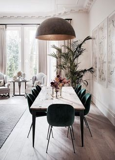 Get inspired by these dining room decor ideas! From dining room furniture ideas, dining room lighting inspirations and the best dining room decor inspirations, you'll find everything here! Dining Room Lighting, Dining Room Chairs, Dining Room Furniture, Table Lamps, Dining Area, Furniture Ideas, Kitchen Dining, Green Dining Room, Furniture Design