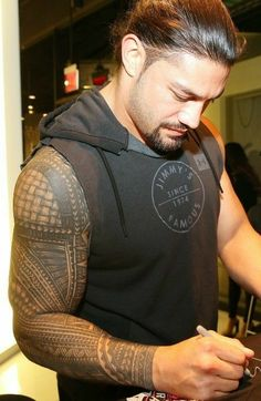 My beauitful sweet angel Roman Your halos glowing my angel I love you to the moon and the stars and back again my love Roman Reigns Tattoo, Roman Reigns Smile, Wwe Roman Reigns, Roman Empire Wwe, Roman Regins, Wwe Superstar Roman Reigns, Samoan Tattoo, Polynesian Tattoos, Wrestling Superstars