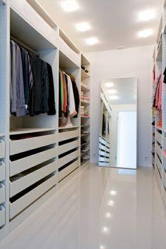 Begehbarer kleiderschrank spitzboden  Kleiderschrank unter Schräge | Schräg, Kleiderschränke und ...