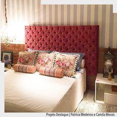 Quarto cheio de romantismo ! Enxoval super delicado com composê floral e xadrez encosto da cama em capitonê e papel de parede listrado.  Arquiteturade #arquiteturadecoracao #olioliteam #adquarto
