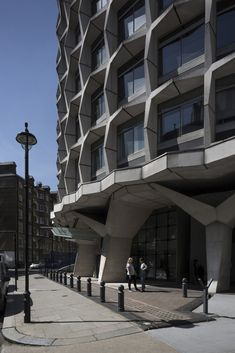 """Gallery of London's Landmark Brutalist """"Space House"""" Is Captured in a Different Light in this Photo Essay - 5"""