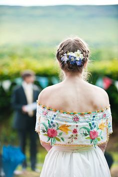 Folksy wedding attire
