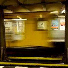 Unterwegs zum nächsten Dreh... #rbb #vj #bvg #urban #ubahn #artofvisuals #welltravelled #visualsoflife #instamagazine_ #kiekmalberlin #streetphotographie #unlimitedberlin #officialfanofberlin #culturetripberlin #artberlinart #photooftheday