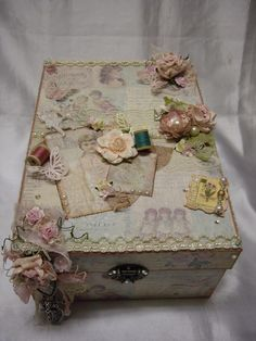 Altered Photo Box - love the vintage style - one commenter suggested would make a good memorial box for loved one, using flowers from funeral - artist Gloria Hidalgo         ************************************************ #altered #art #mixed #media #crafts #vintage #photo #box #memorial - tå√