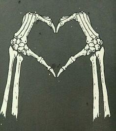 Image de love, skeleton, and bones Skeleton Love, Skeleton Art, Skeleton Hands, Wallpaper Caveira, Skull And Bones, Skull Art, Dark Art, Art Drawings, Cool Art
