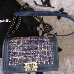 Preloved Chanel Medium Tweed blue Denim Le Boy bag -100% authentic, comes with the original dustbag. -Limited edition, super rare tweed and denim mix. -Size is medium, fits basically everything essential you need. -Wears at exterior and corners are shown on the picture -Minor scratches at hardware. -Originally it's $6000+ CAD 📍Based in Vancouver, BC. CHANEL Bags Shoulder Bags Chanel Bags, Chanel Boy Bag, Bago, Vancouver, Blue Denim, Tweed, Dust Bag, Shoulder Bags, Hardware