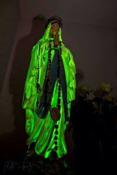 The Medjugorje Web, Vicka's statue glowing!!