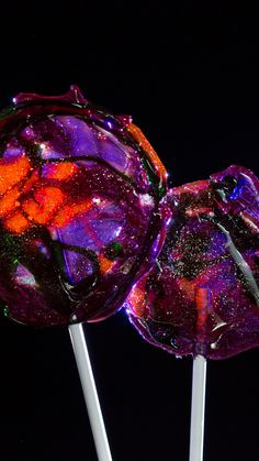 These galaxy lollipops are out-of-this-world delicious!