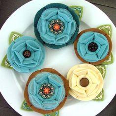 "felt flowers by Kelly Hanson of ""Knit, Stitch, Create"""