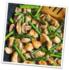 In dit recept wordt de ultieme lente groente –asperge- gecombineerd met kip, kruiden en champignons. Perfect voor een dinertje in de tuin! We hebben het ons gemakkelijk gemaakt met gedroogde kruiden. Maar met verse kruiden uit eigen tuin smaakt dit gerecht nog lekkerder. Benodigdheden voor 2...