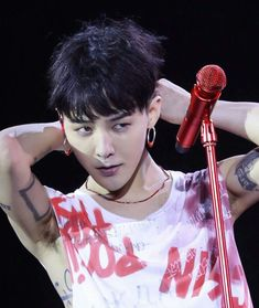 If i was in the audience and he looked at me, I would genuinely pass out - no joke (G - Dragon)