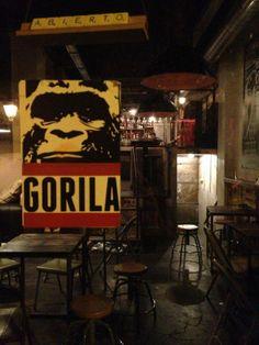 http://www.icono-interiorismo.blogspot.com.es/2014/03/bar-gorila-en-madrid-estilo-industrial.html Bar Gorila en Madrid, estilo industrial y arte urbano.