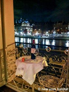 Enjoy the view of the Seine River right in your livingroom http://www.nyhabitat.com/paris-apartment/vacation/3085