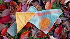 This is a listing for a custom made dog bandana, available in sizes S / M / L with the applique detail of either a leaf or love heart. The large bandana hangs from the collar and will fit for example a Large size Pets at Home clasp or buckle type collar. The Large sized bandana would suit for example, a labradoodle, alsation or labrador, Medium fits a small sized Labrador, spaniel and collie breeds or smaller and the Small is more suited to small breed dogs or even cats! This is my own…