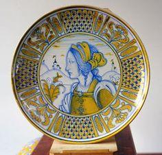Piatto di ceramica dip.a mano con la technica-LUSTRO #Deruta #Italy http://ceramicamia.blogspot.it/2011/01/pulcinella-raprasentato-in-maiolica.html