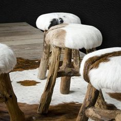These stools are so nice covered in cowhide. Cowhide Decor, Cowhide Furniture, Diy Furniture, Fur Decor, Western Decor, Rustic Decor, Chalet Interior, Chalet Style, Chalet Chic