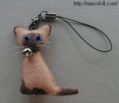 Little kitties keychains (free pattern)