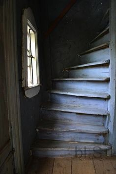 Love the color of these stairs.