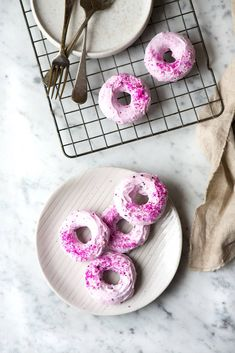 Yes please Photo/styling: Line Dammen What You Eat, Healthy Mind, Oslo, Donuts, Treats, Snacks, Style, Frost Donuts, Sweet Like Candy