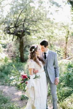 This picture perfect moment is too precious | Photo by Jacque Lynn Photography
