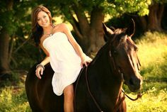 Girl and horse senior pic