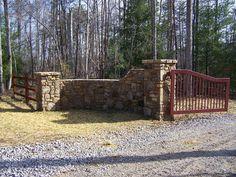 pictures of driveway entrances - Bing Images Farm Entrance, Driveway Entrance, House Entrance, Entrance Ideas, Gate Ideas, Fence Ideas, Front Gates, Front Yard Fence, Entrance Gates