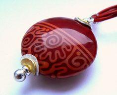 """Glasperlenschmuck - Roter Glastaler """"Schnörksel"""" - ein Designerstück von PERSICO bei DaWanda"""