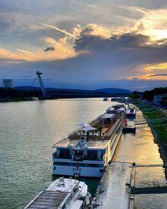 Moments #sun #sunshine #dark #light #nature #natureart #art #color #colors #magic #magiclife #mystery #mylife #bratislava #castle #danube #dunaj #moments Bratislava, Mystery, Sunshine, Castle, In This Moment, Dark, Nature, Life, Color