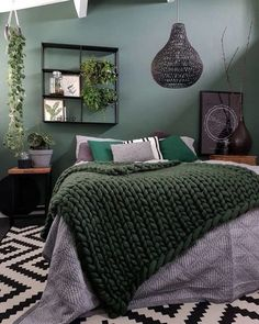 Find Out Inspiring Tips To Decorate Small Bedroom Design Using Houseplant 2018 - Slaapkamer ideeën Small Bedroom Interior, Small Bedroom Furniture, Small Bedroom Designs, Small Room Design, Home Decor Bedroom, Bedroom Small, Green Rooms, Bedroom Green, Bedroom Black