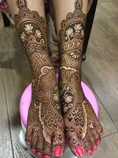Gorgeous Bridal Mehendi design!