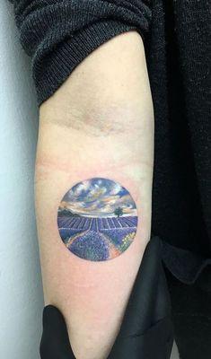 Turkish tattoo artist Eva Krbdk creates colorful tiny circle tattoos depicting fantastic landscapes, portraits, movie scenes and magical sceneries Circle Tattoos, Side Tattoos, Trendy Tattoos, Body Art Tattoos, Small Tattoos, Cool Tattoos, Awesome Tattoos, Miniature Tattoos, Tattoos Lindas
