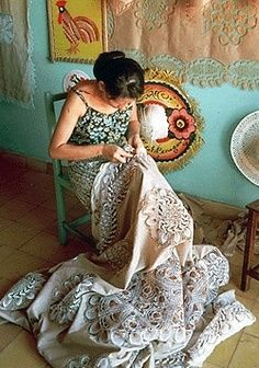 """Nanduti is a traditional Paraguayan embroidery lace, introduced by the Spaniards, that is related to Teneriffe lace. - The name means """"Spider Web"""" in Guarani, the official indegenous language of Paraguay.               ......en.wikipedia.org"""