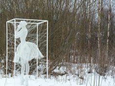 Wire sculpture artist Nadia Zubareva creates stunning figurative art encased in boxes from steel wire. Her evocative wire sculptures show incredible talent. Classical Art, Wire Sculpture, Art Photography, Sculptures, Trap Art, Roman Sculpture, Conceptual Art, Land Art, Outdoor Art