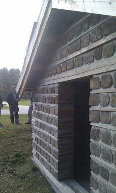 Kubbehus er en konstruksjon som er bygget av vedkubber og som er murt med leire. Kubbene kan være ukløyvd eller kløyvd og stables i et syste...