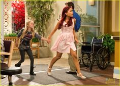 ariana grande jennette mccurdy sam cat pilot pics 10, Ariana Grande and Jennette McCurdy get a little dirt smudged on their faces in this new pic from Sam & Cat.    In the series premiere, total opposites Sam Puckett…