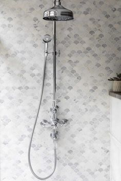 Add an elegant touch to your bathroom with our stunning Alsace Honed Marble Scallop Mosaic tiles. Shop for white marble tiles at Mandarin Stone today. Marble Tile Bathroom, Stone Bathroom, Bathroom Fixtures, Master Bathroom, Tile Bathrooms, Downstairs Bathroom, Kitchen Backsplash, Honed Marble, Marble Mosaic