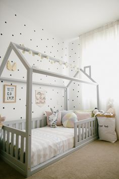 Cama casinha cama casinha montessoriano Cama c Boy Toddler Bedroom, Toddler Rooms, Baby Bedroom, Baby Boy Rooms, Baby Room Decor, Girls Bedroom, Girl Rooms, Little Girl Bedrooms, Baby Room Design