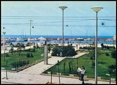 """Πλατεία Αλεξάνδρας, Πειραιάς 1970's. Φωτογραφία από το βιβλίο του Διονυσίου Πανίτσα """"Ο άρχοντας του Πειραιώς"""". Athens Greece, Old Photos, Dolores Park, Greek, Memories, Explore, Country, Day, Travel"""