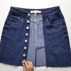 Diy Clothes Jeans, Diy Clothes Refashion, Diy Clothes Videos, Sewing Clothes, Diy Fashion Hacks, Fashion Outfits, Refaçonner Jean, Diy Vetement, Clothing Hacks