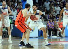 ¿Recuerdan el único triple metido por Gustavo Ayón en ACB? Fue el 26 de mayo en el segundo partido de cuartos de final ante Morabanc Andorra, pues ayer fue el único de los diez jugadores que estuvo en pista que no intentó ningún lanzamiento desde 6.75.