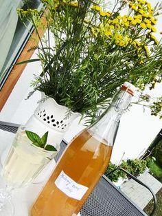Mátový sirup Alcoholic Drinks, Bottle, Rose, Glass, Syrup, Pink, Drinkware, Flask, Corning Glass