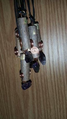 Amuleti di Manfredo realizzati con legno di sambuco della cabotina a triora  (il paese delle streghe) rame e ametista liberamente ispirato alle bacchette magiche della wicca