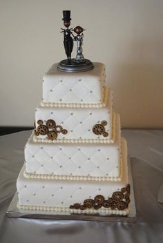 our steam punk vintage wedding cake with edible gear candies