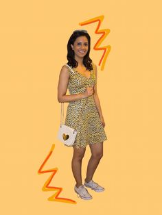 Save these style tips to get inspiration on how to wear dresses with sneakers or flat shoes.