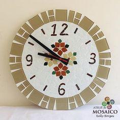 Apaixonada por este relógio!! E o melhor, está disponível a pronta entrega! Com 40 cm de diâmetro!! #ateliekellyborges #mosaico #mosaic #art #decor #decoracao #decoracaocriativa #design #relogio #feitoamao #empreendedorismomaterno